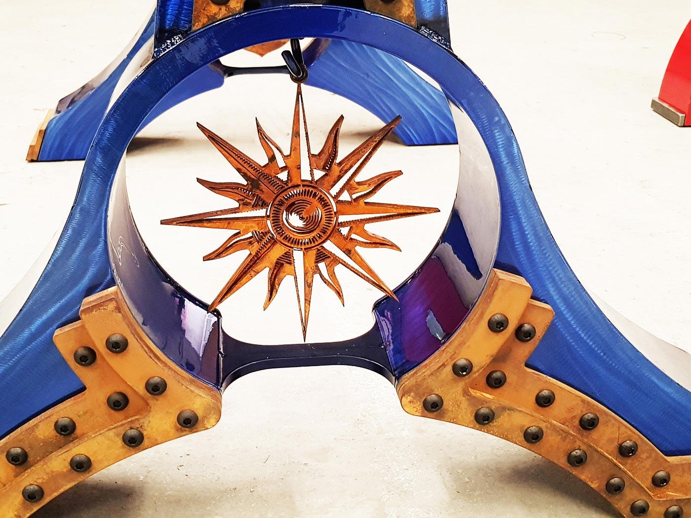 Détails sur la rose des vents de la table Atlantis du créateur et métal designer Donzo design