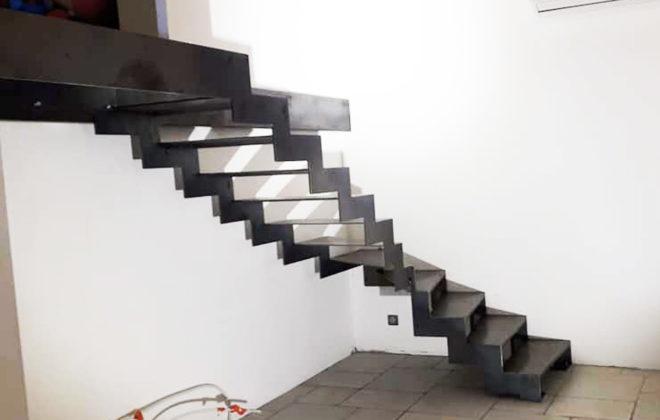 escalier industriel acier patiné