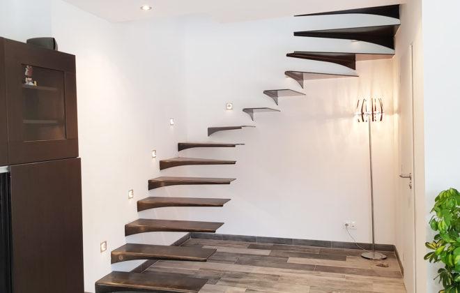 escalier suspendu acier