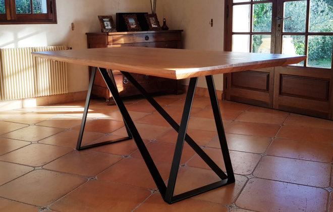 table épurée acier et chêne massif